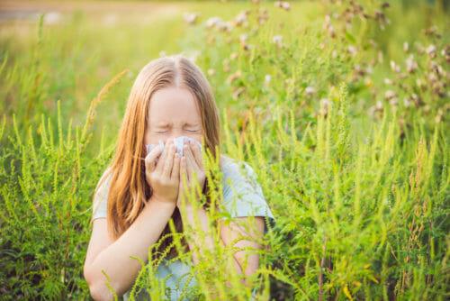 Alergia la ambrozie: cauze, simptome și tratament